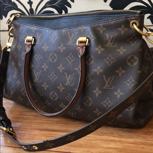 3f9270f0aaa3 Louis Vuitton Handbags - Louis Vuitton Pallas classic monogram tote